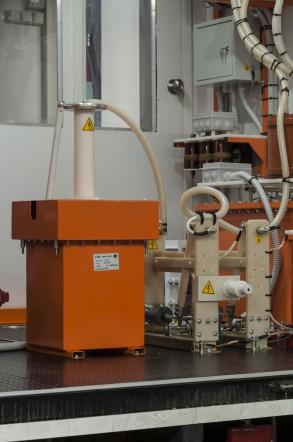 Аппарат испытания диэлектриков АИСТ 50/70 в передвижной электротехнической лаборатории высоковольтных испытаний СУРА